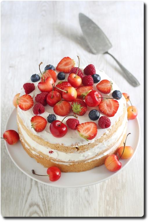 Naked Cake Aux Fruits Rouges Gateau A Etages Savoirs Et Saveurs